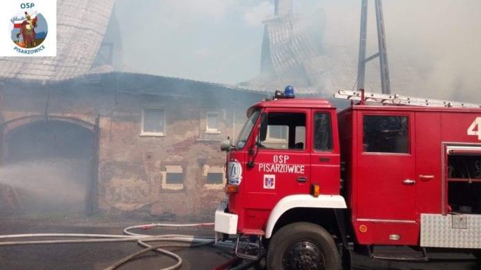 pożar w Pisarzowicach, OSP Pisarzowice, pożar, stodoła, OPS,