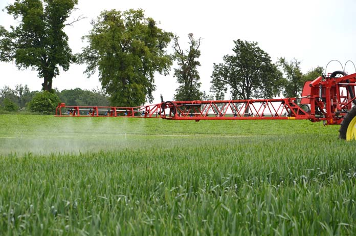 rolnik, rolnictwo, glifosat, herbicydy, chwasty
