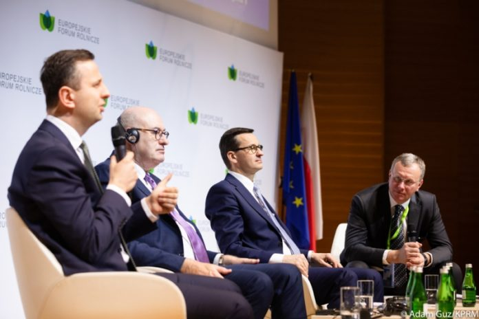 Mateusz Morawiecki, Phil Hogan, rolnictwo, Jan Krzysztof Ardanowski, Wspólna Polityka Rolna, EurActiv.pl,