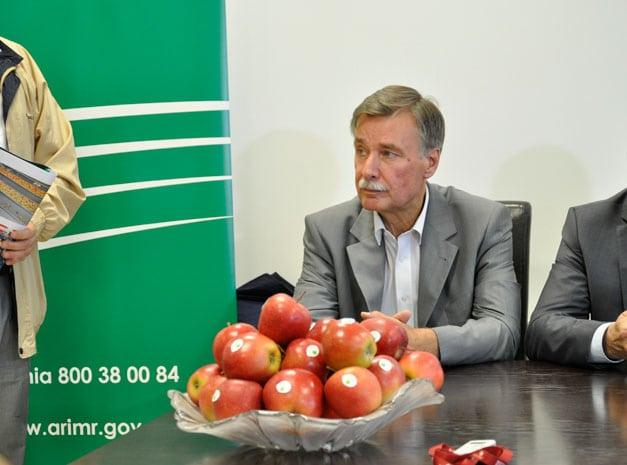 rolnik, rolnictwo, Witold Boguta, porzeczki, maliny, wiśnie, pieczarki, Krajowy Związek Grup Producentów Owoców i Warzyw, portal rolny, owoce, niskie ceny owoców, niskie ceny owoców w skupie,