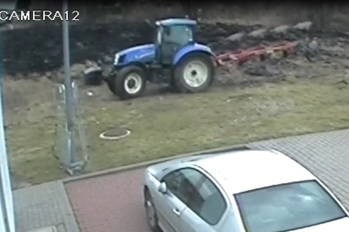 rolnik, pług, ciągnik, policja, policja Grudziądz, Grudziądz ciągnik