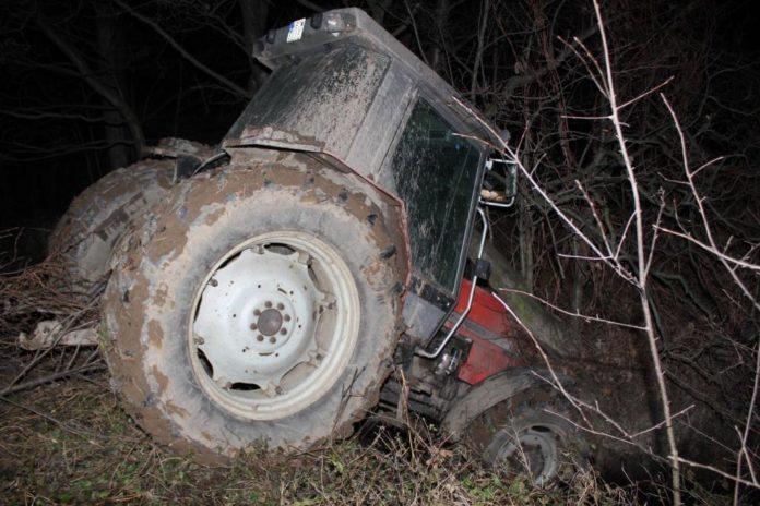 rolnik, rolnictwo, wypadek, ciągnik, wypadek ciągnika, wpadł do potoku ciągnikiem, KPP Bochnia