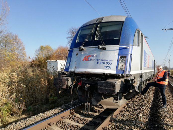 Ciągnik zderzył się z pociągiem, wypadki w rolnictwie, wypadki na wsi, ciągnik, wypadek ciągnika,
